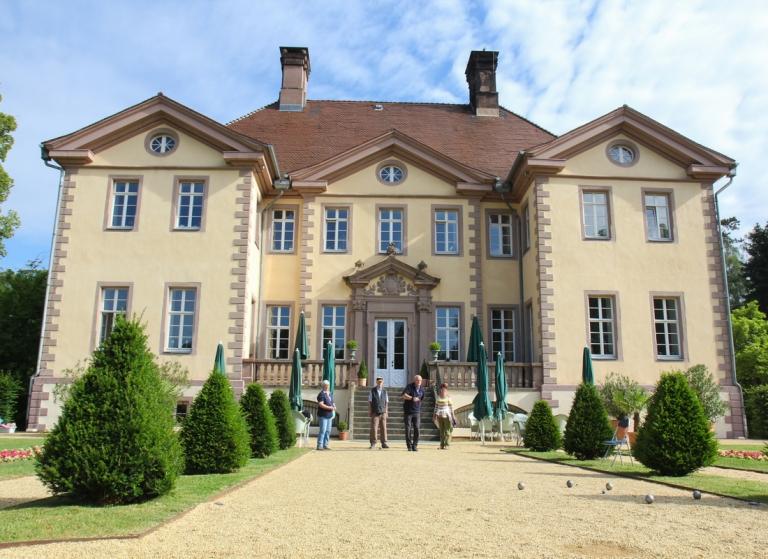 Schloss Schieder mit Barockgarten